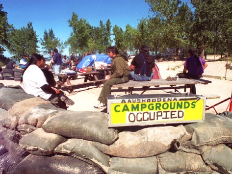 (WDR101)IPPERWASH, ONT., Sept. 10--BLOCKADE--The blockade to the entrance to Ipperwash Beach, near where a Native was shot by police last week, has been beefed up in anticipation of the funeral Monday. 1995 (Windsor Star--Mike Weaver)