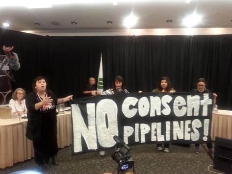 native-protest-Pipeline-hearing-Montreal-2015